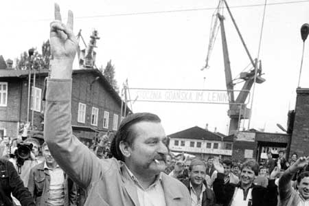 Lech-Walesa-leaves-the-Gdansk-Lenin-shipyards-to-prepare-for-his-meeting-with-John-Paul-II.