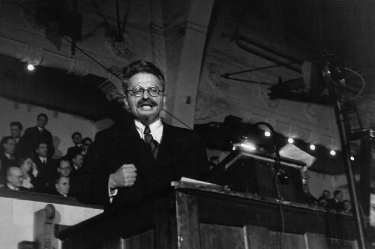 Trotsky-speaking-to-the-Danish-Social-Democratic-student-group-in-Copenhagen-1932.