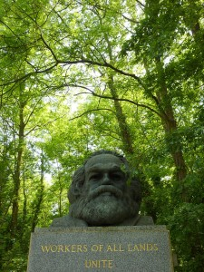 640px-Karl_Marx_bust_-Highgate_Cemetery_London_England-25May2009-225x300