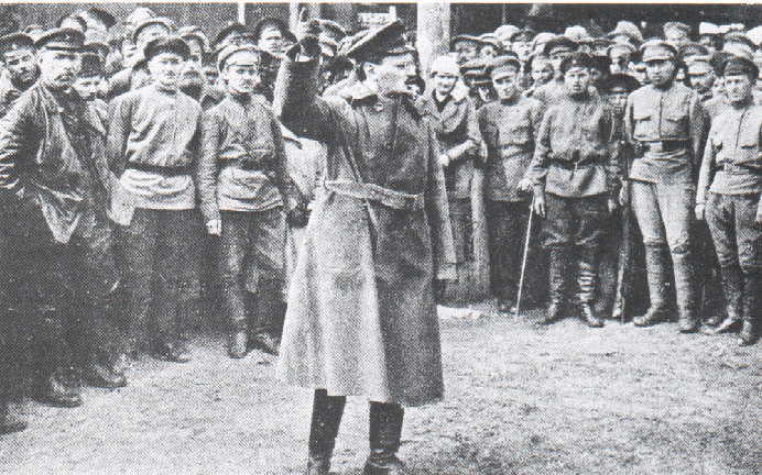 Leon Trotsky addresses the Red Guards in 1918